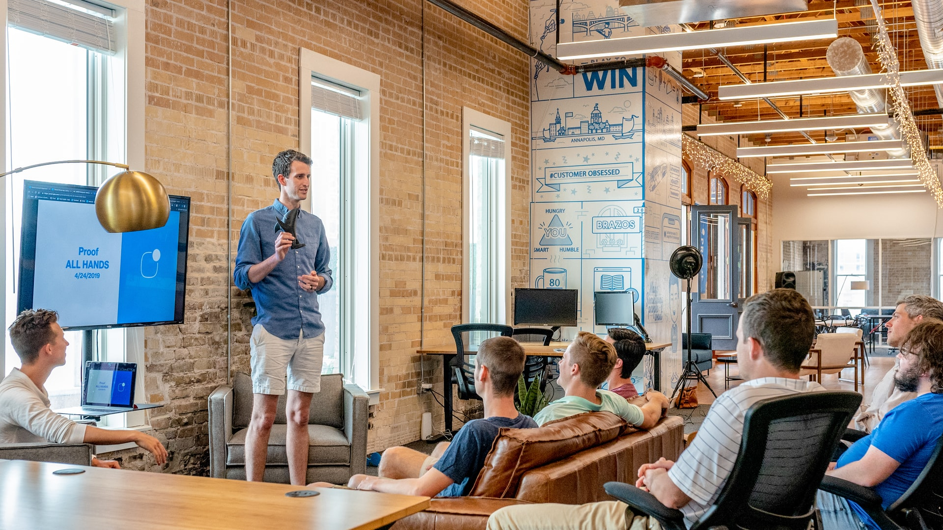 Why Small AD Agency is Good for Startup